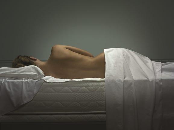 Apoyo de la espalda en el colchón