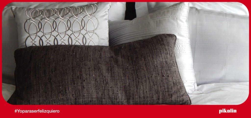 Almohadas sobre la cama